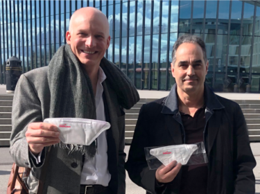 From left: Carlo Centonze, Dr. Thierry Pelet holding the first prototype of HeiQ Viroblock NPJ03 treated face masks