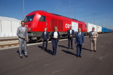 10,460 kilometers: First direct complete train with Austrian TENCEL™ branded fibers from Vienna to China
