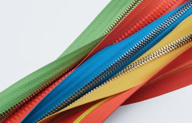 Recycled polyester becomes a production standard for zips' tapes: a new step in Riri Group's green path.